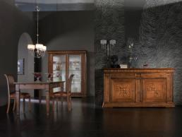 Zona giorno arredata con mobili in stile classico